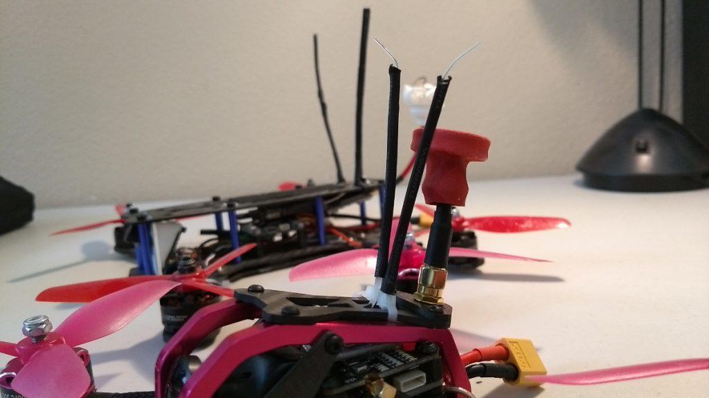 пример крепления антенн приемника на верхней части рамы