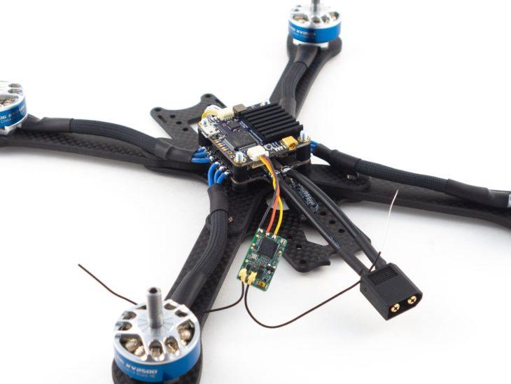 Гоночный квадрокоптер своими руками, на раме iFlight XL5 V3 с установленным приемником
