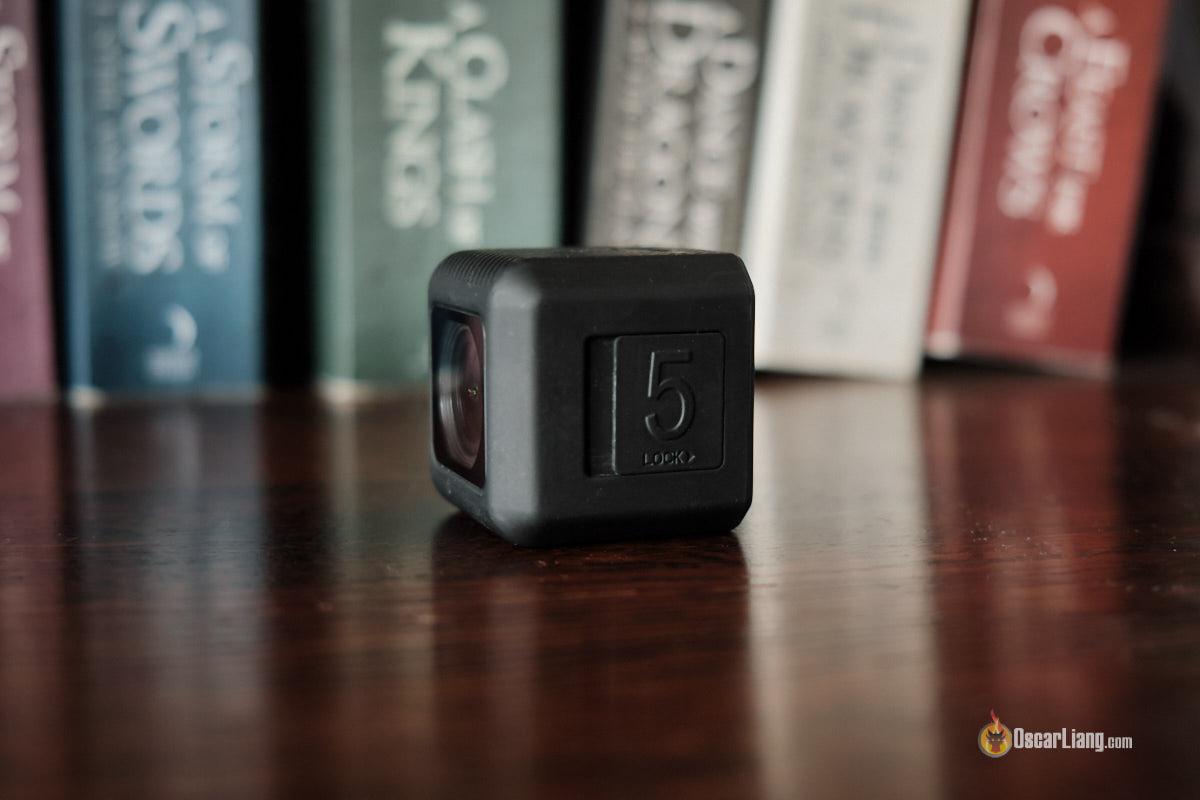 Обзор Runcam 5 - экшн-камера, вид сбоку, крышка флешки