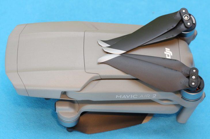 Обзор Mavic Air 2 - вид сверху в сложенном виде